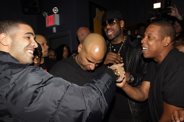 Jay-Z Chooses Drake Over Temperamental Chris Brown - http://bestmoviesevernews.com/best-movies-ever-social-fbtwit/jay-z-chooses-drake-over-temperamental-chris-brown/-Hmmm, we wonder what this could possibly mean for the battle between Drake and Chris Brown… Following a newly released photo of Jay-Z and Drake in a recording studio, it seems safe to say that the two hip hop artists are collaborating on some new music! The photo's caption, written and...