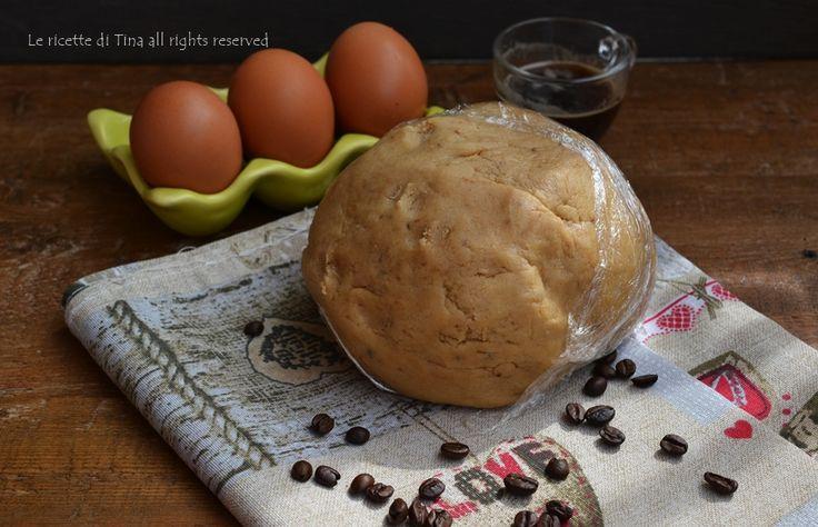 Pasta frolla al caffè ricetta base,una deliziosa frolla,saporita!Ottima per preparare una golosissima crostata o tanti biscotti per la colazione,sublime