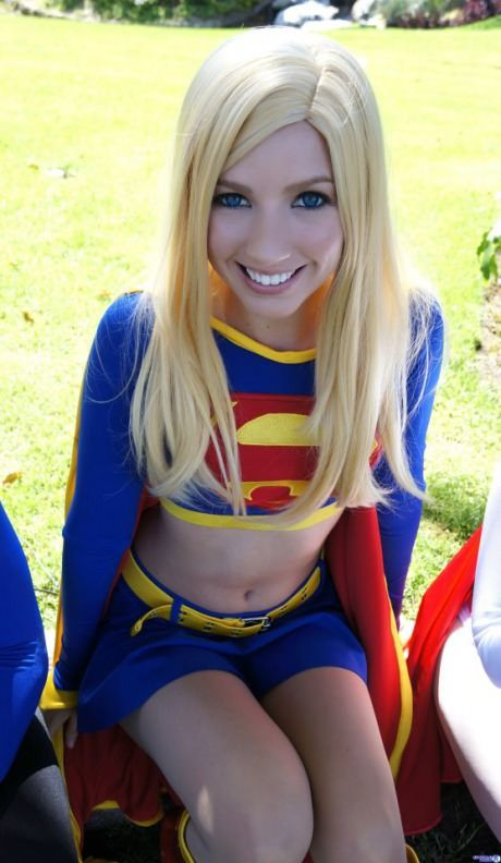 Supergirl tits squeezed — photo 7