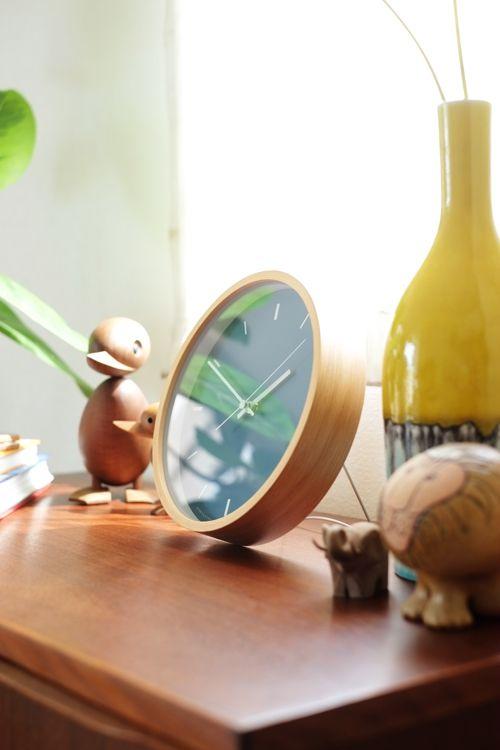 壁掛けにも卓上にもなる北欧デザイン時計。