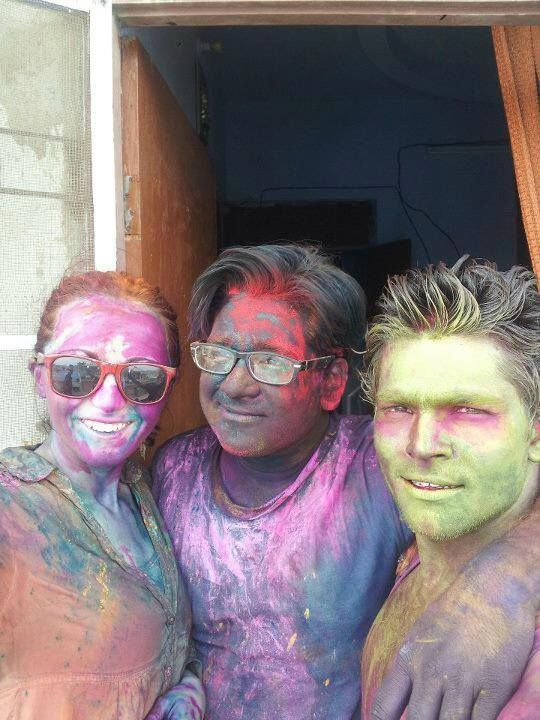 Good morning travelers! Happy Holi to all our friends in India and especially to this two wonderful guys, my family away from home, feeling so lucky to have you in my life and looking forward to celebrate next Holi together!