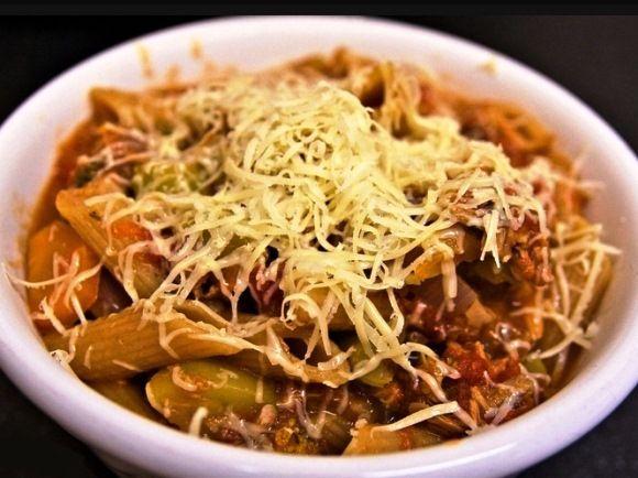 Запеканка из макарон с овощами и тунцом