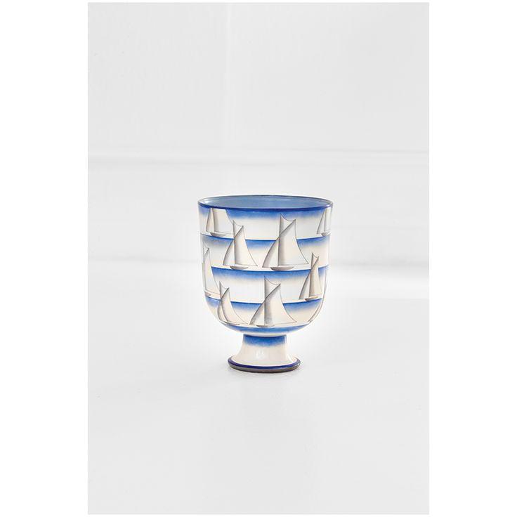 Gio Ponti   Coppa Nautica Porcellana dipinta. Prod. Richard Ginori, manifattura di Doccia, 1930 ca. Firmato sotto la base. h cm 19, diam. max cm 15