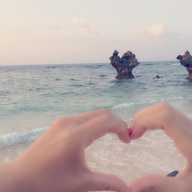 【kaedeayg】さんのInstagramをピンしています。 《沖縄行きたいな〜🏖🐠 . . 本当に海綺麗でご飯も美味しいし 楽しかった❤️💛💚💙💜 . . . #沖縄#美ら海水族館#海#水着#双子#ミミガー#国際通り#泡盛#一期一会#一眼#ゴープロのある生活#ハートロック#親友#bff#lol#love#followme#ジンベイザメ#シュノーケリング#青い洞窟#紅芋タルト#飛行機#女子旅#旅行#3泊4日#ドンキ#タコライス#ゴーヤチャンプル#夜景#島》