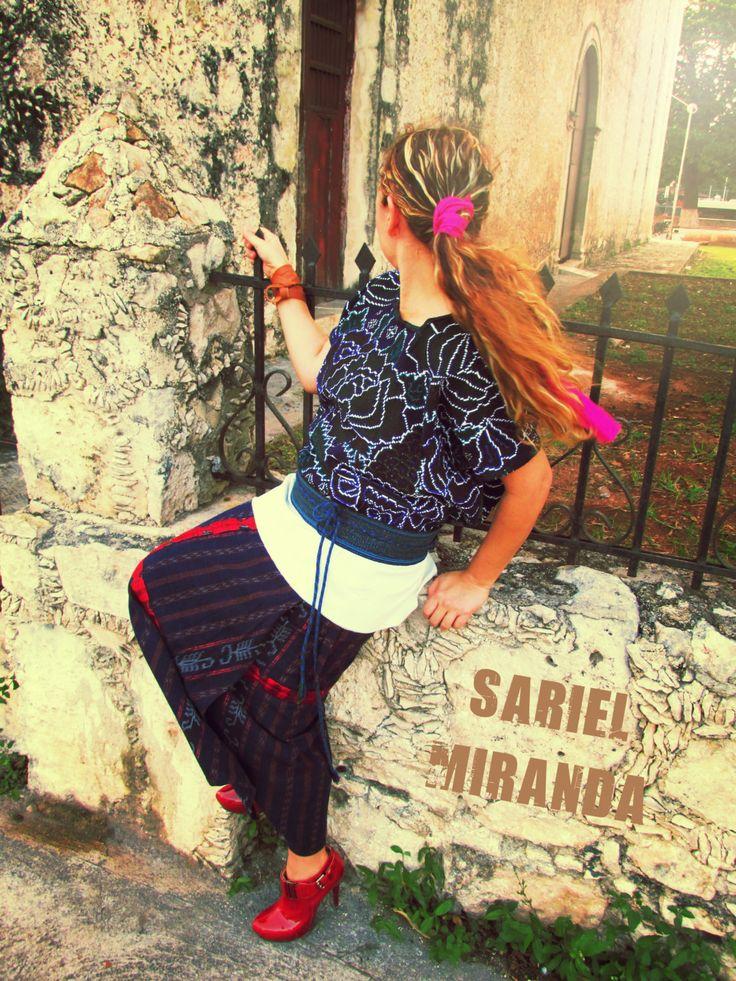 MEXICAN INTRIGUE Mexican blouse Ethnic top Bohemian blouse Embroidered top Mexican embroidery Embroidered chloting Vintage blouse Boho chic de Mexitale en Etsy