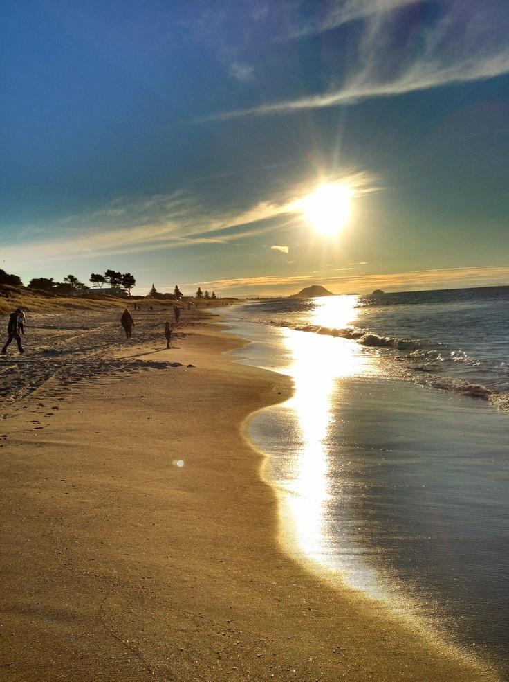 Sunrise at Papamoa Beach, Mt Maunganui, Bay of Plenty, New Zealand. Bill Gibson-Patmore. (curation & caption: @BillGP). Bill✔️
