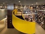 """favorite things! cool design, bookstore, brasil, portuguese and yellow! Guia Folha - Passeios - """"Guia"""" sugere 30 bibliotecas, livrarias e sebos clássicos e novos em SP - 24/05/2013"""