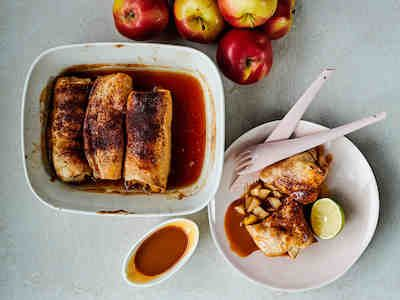 Omenalla täytetyt enchiladat