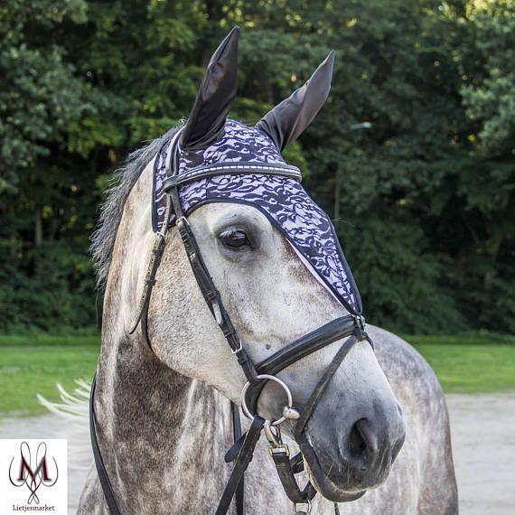 Etsy shop, fly bonnet, lace fly veil, lacy ear bonnet, kanten oornetje, vliegenmuts van kant, zwart kant, black lace, horse fashionista, pony tack, horse photografy, pony pic, equestrian, equine, grey horse, dressage, showjumping