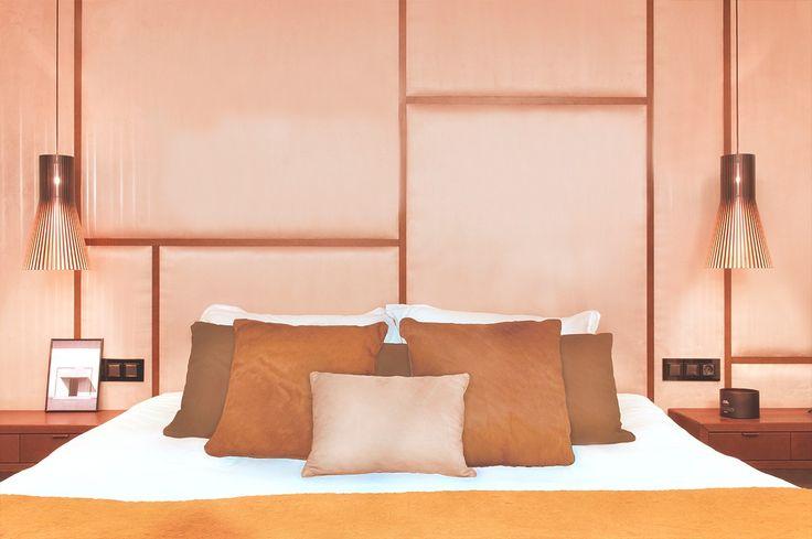 La deliciosa reforma integral de un dúplex - Decorabien.com #cama #matrimonio #dormitorio #habitación #matrimonial #terciopelo #cabecero