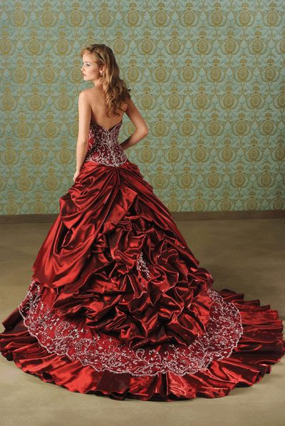 Called a red winter wedding dress... it almost is enough to make me change to a winter wedding... <3