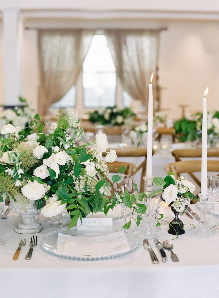 La Tavola Fine Linen Rental: Tuscany White with Hemstitch White Napkins | Photography: O'Malley Photographers, Event Planning & Floral Design: Kaleb Norman James Design, Stationary & Calligraphy: La Happy