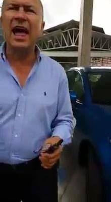 Esto es responsabilidad corporativa en Colombia.   https://facebook.com/andres.drummer.9/videos/10205238359453205/