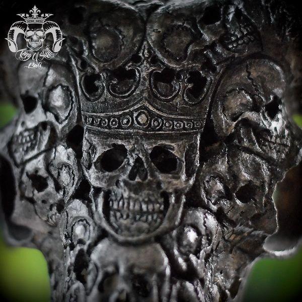 Hand Carved Ram Skull with Black King Of Skulls Patterns