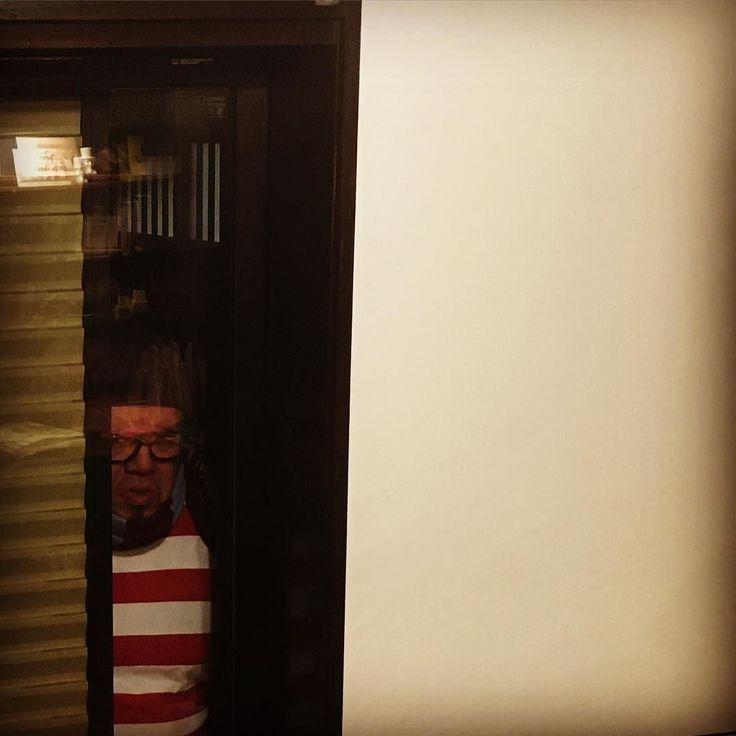 #ハロー #邪ウォーリーだよ #僕はいつも街に潜んでいるよ  #さがして さがしてよ #ほら見つかった #カンタンじゃん #窓あけてよ #あけてあけてー #ヘイヘーイ #あけてー #あ #け #てぇー #じゃ窓わっちゃうね #フンっフンっフンっ #へぇー #防弾ガラスなんだっ #しっかりしてんじゃん #フンっ # #家 砦化こいてんじゃねぇぞ #俺の拳骨壊れっか #おめぇんとこのガラス壊れっか #勝負してやんぞ #糞んだらぁ # #ウソウソ #ウソだよー #ともだちだもんね #バイバイー #るんるんるん #フンっ by nikuguso_taro