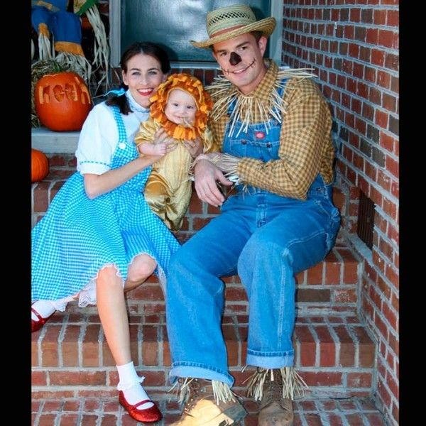 wizard of oz family baby couple costume 15 happening halloween costumes for couples with babies - Baby And Family Halloween Costumes