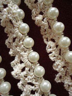 Christmas_garland... Free crochet pattern.. Reminds me of a popcorn garland!!