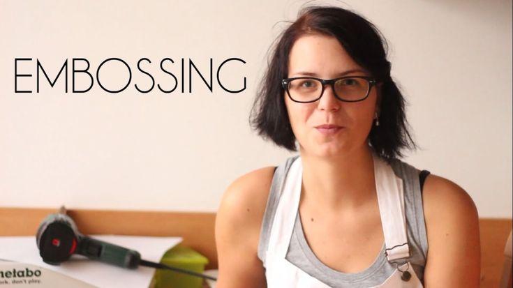 První video-návod o technice zvané embossing nebo embosování. Vyrobte si krásné visačky a přáníčka nejen na Vánoce.  #embossing #DIY #Christmas #cards