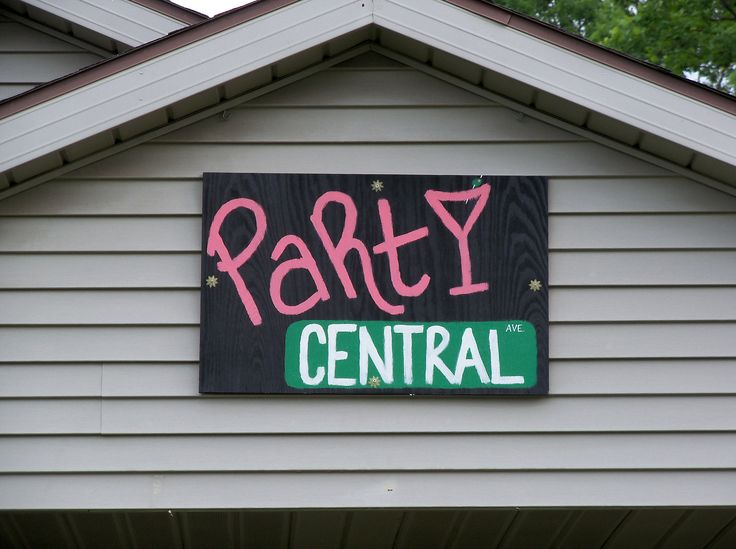 https://flic.kr/p/bPir8Z | OH Oxford - Party Central | Sign for the Party Central house in Oxford, Ohio.  On Central Avenus.