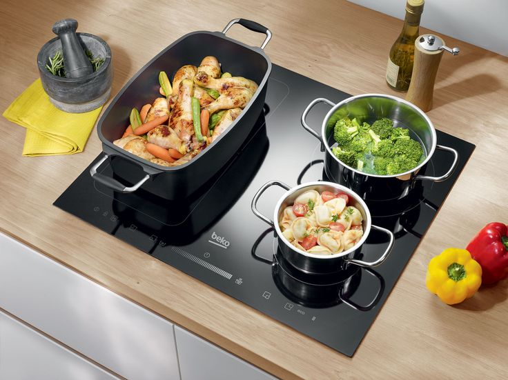 Cooking for lots of people on the cooktop doesn't have to be a squeeze. The flexibility of Beko IndyFlex® comes in handy as it lets you configure the cooktop to suit, letting you merge 2 zones together to create 1 (or 2) big cooking zones as you need them.
