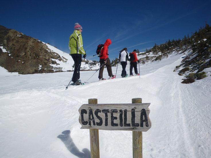 Rutas con raquetas de nieve por el Pirineo Catalán y Francés.  http://www.discoverpyrenees.com/raquetes-de-neu-cerdanya/