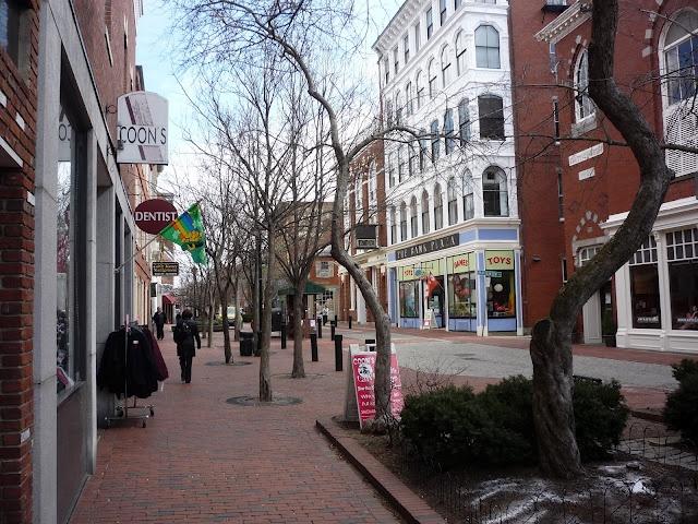 The Essex St. Pedestrian Mall in #Salem, Mass., is a very cool destination! http://newenglandtravelnews.blogspot.com/2012/03/essex-st-pedestrian-mall-in-salem-mass.html