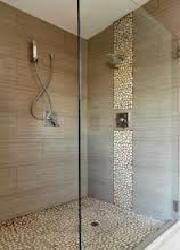 Duschkabinen und Duschanlagen sind in den verschiedensten Formen und Groessen erhaeltlich, passend fuer jedes noch so unguenstig geformte Badezimmer. Die populaersten Formen sind viereckig oder rechteckig.