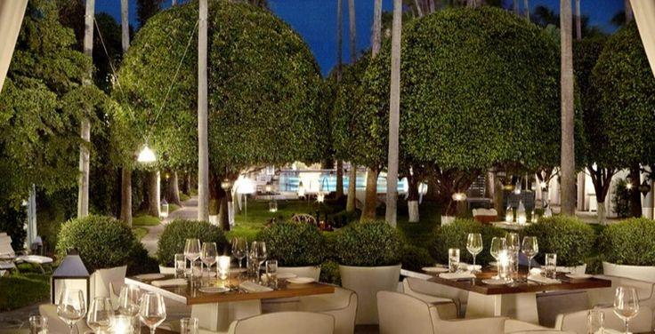 Miami: clima da spiaggia, luogo e ristoranti perfetti per pranzare e cenare all'aperto, patii verdi, trattorie all'aperto, cucine etniche ma anche italiane tipiche. 10 suggerimenti: 10) Bianca, 1685 Collins Avenue, Miami Beach, FL, United States, +1 (305) 674-5752
