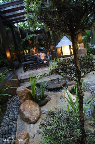 Mini Japanese style garden - Love the flowing dry river bed from dark round rocks