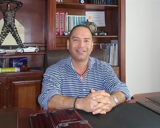 Alfonso Yesid Granados Acuña  Cirujano plástico alfonsogranados.medicosdoc.com