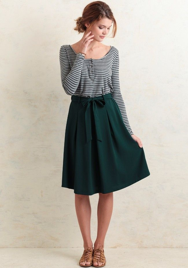 Take it from the office to a dinner date, this green knee-length skirt is design…