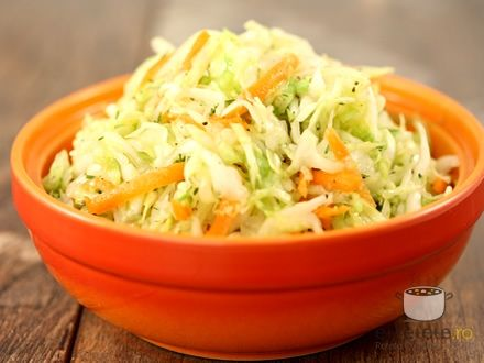 Salata de varza simpla (Simple cabbage salad).
