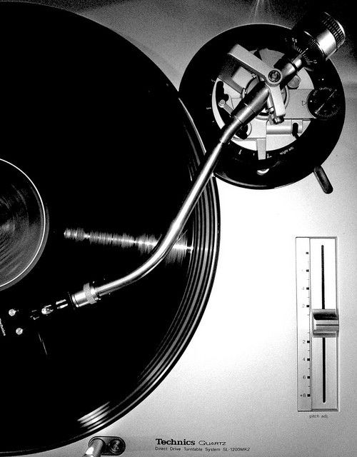 technics SL-1200 - released in 1972, a DJ standard!
