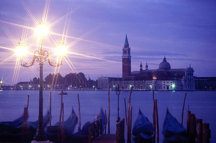 В свете венецианских фонарей