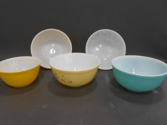 5 Vintage Pyrex Mixing Bowls-Early American & Mor - shopgoodwill.com