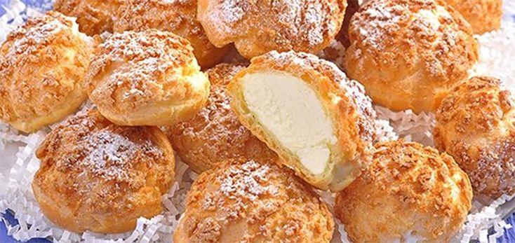 Echipa Bucătarul.tvvă oferă o rețetă delicioasă de profiteroluri cu craquelin și cremă fiartă, care sunt extrem de gustoase și provoacă dependență. Aceste delicii sunt formate din crustă crocantă și umplutură cremoasă foarte delicată. Preparați aceste prăjituri delicioase și irezistibile și savurați-le în weekend alături de cei dragi! Profiteroluri cucraquelin și cremă fiartă Ingrediente pentru aluat …