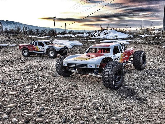 @axialracing EXO terra and @hpiinstagram MTDT taking in the beautiful sunrise . Sponsored by:  @asiateeshobbies  @tboneracingrc  #KrawlZoneRC #rc4wd #axial #axialracing #axialadventures #axial #rc #rcscale #kingofthehammers #darkmtnphoto #offroad #offroadracing #4x4 #rockracer #crawler #atees #asiatees #asiateeshobbies #rcneverstops #Tbonearmy #teamTBR #rcarmor #sikrides #teamsrd #sikridesdesigns