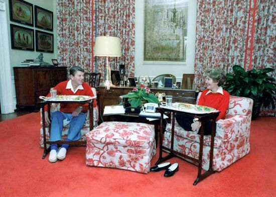 At Home With Presidential Families - Traditional Home® President Ronald Reagan, 1981-1989 Don't you love it? The Reagans eat dinner on TV trays in the White House Residence in November 1981.  Photograph courtesy of the Ronald Reagan Presidential Library