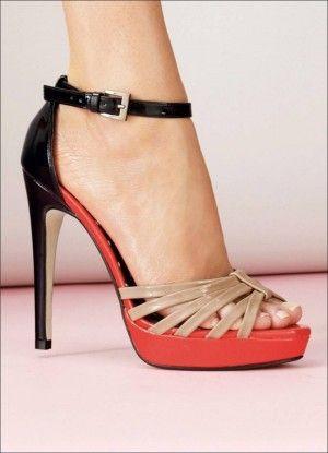 Ayakkabı görünüşünüzün çok önemli bir parçasıdır ve bunlar şık ,iltifat ve hatta basit bir elbiseyi hareketlendirmeye yarar.İşte burada ayak bileği saran ayakkabı modelleri..  Bu sandaletler bir göz kamaştırıcı ve muhteşem gümüş görünüm ile bir akşam için sadece idealdir.Bir ayak bileği kayışı ile bu stiletto sandalet fiyatı 16,99 $  Bu kama siyah bir üst …