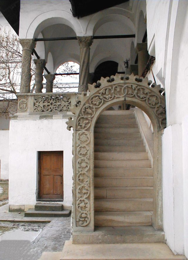 [Case-frumoase.ro , 2013?]  Neoromanian architecture.