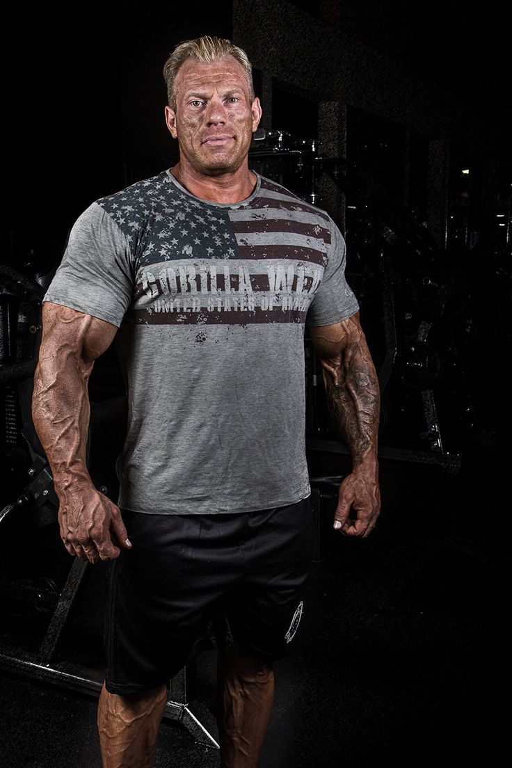 Gorilla Wear athlete Dennis Wolf is wearing the USA Flag T-shirt and Oversized Athlete Shorts.