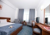 blue king bed room