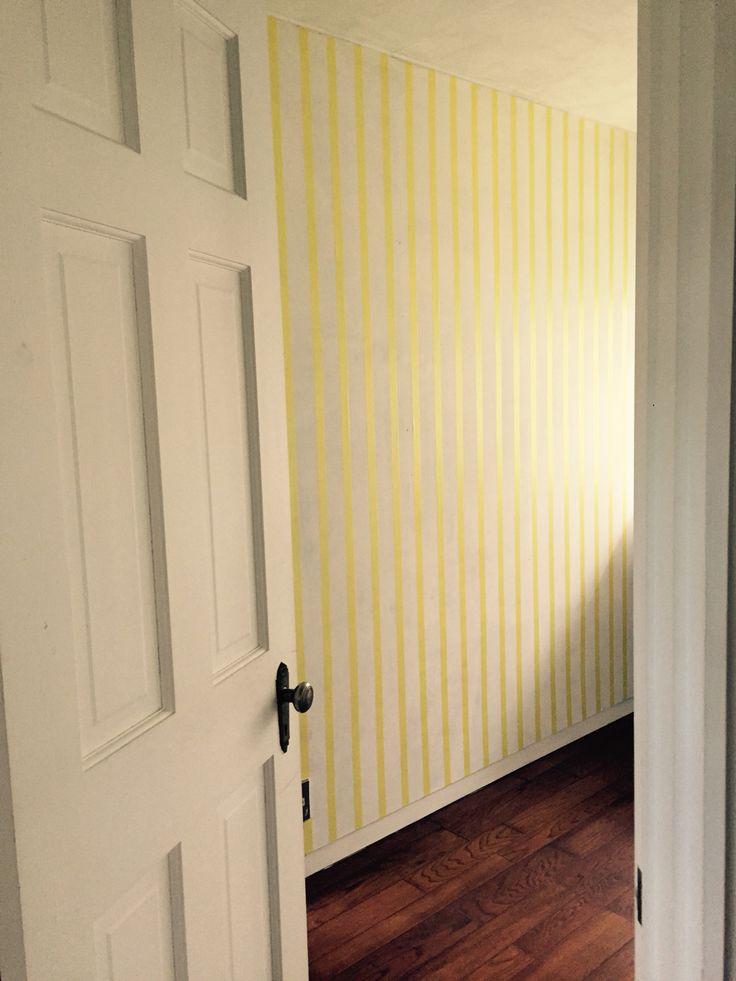黄色マスキングテープで子供らしい明るい部屋に仕上げました この壁に小さな子供が使いやすい収納を取り付ける予定