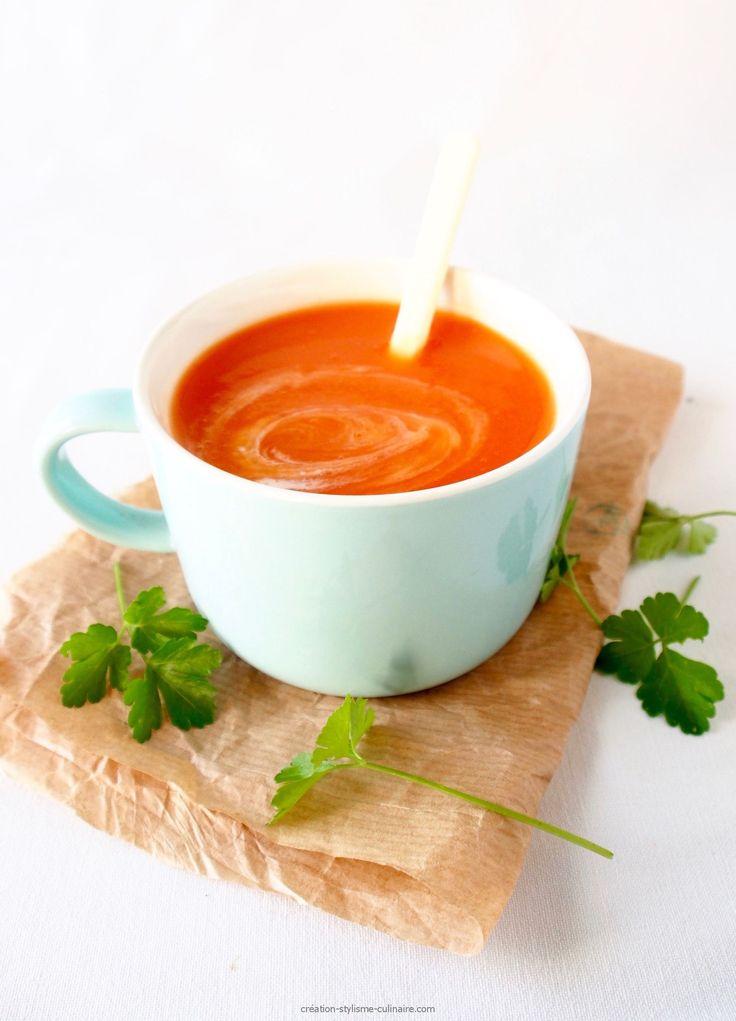 """Une soupe """"bonne mine"""", il n'y a rien de tel en prévisions des extras des fêtes de Noël! Avec de la carotte, de la betterave et de la patate douce, on fait le plein de vitamines et d'antioxydants tout en se régalant…  Ingrédients (pour 6) : 3 carottes 1 patate douce »more"""
