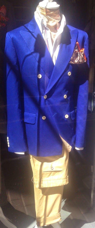 Raúl Barthé (Valladolid. Spain).  #azul #Blazer #blu #blue #casual #details #elegance #elegancia #eleganza #estilo #menstyle #RaulBarthe #stileuomo #tailoring #sartoria #sastreria