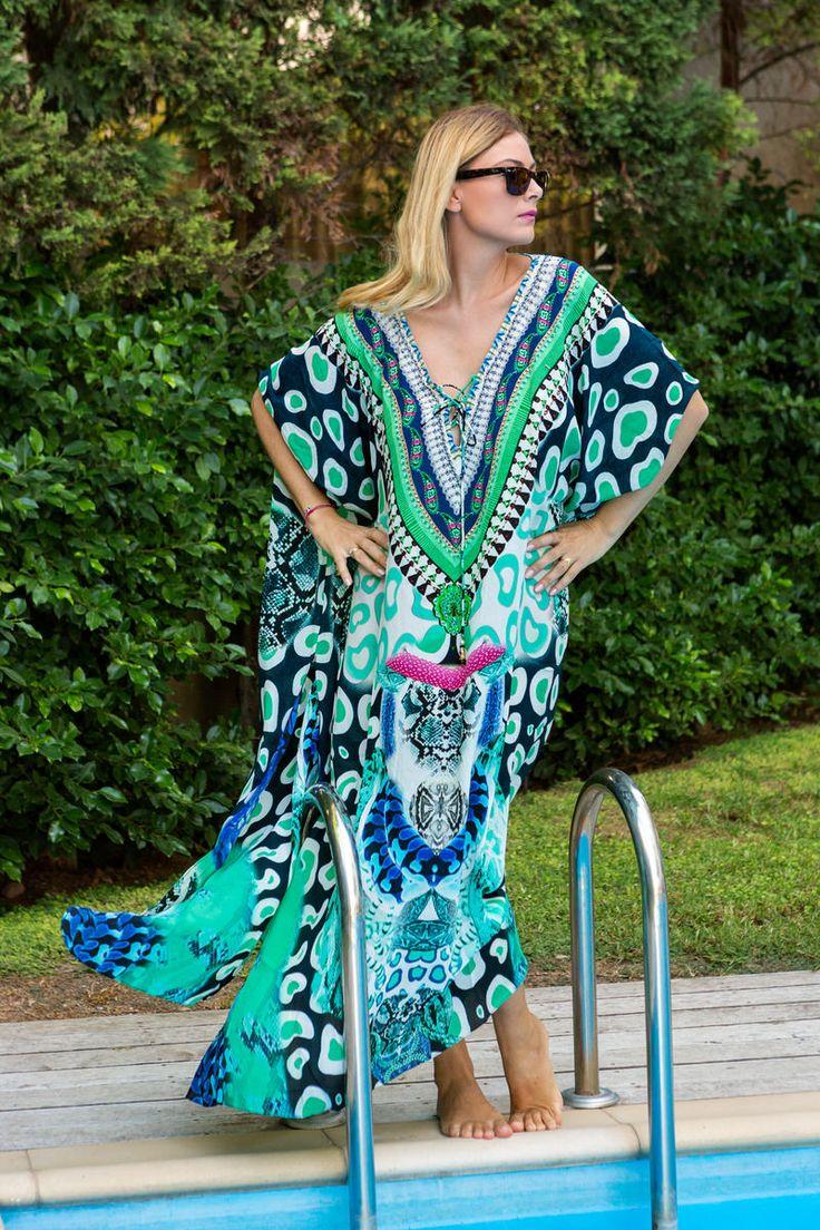 Python print aqua green Καφτάνι  μακρύ , φοριέται με 3 διαφορετικους τρόπους και μετατρέπεται σε φόρεμα, στόλισμα με πολύχρωμες πέτρες στο ντεκολτέ.