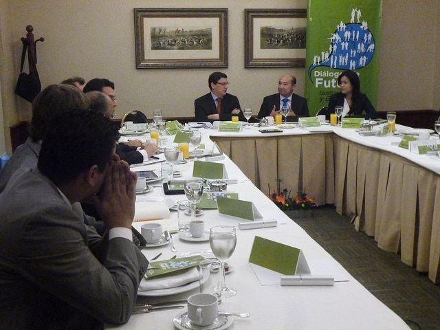 Diélogo de Futuro Salud por la gestión ética y eficiente. En la foto Jaime Gonzalez Montaño y José Fernando Hoyos moderan la conversación.