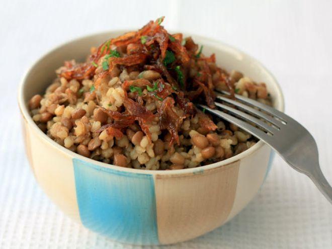 Receta Plato : Mujaddara, lentejas con arroz y cebolla por Cocinaparaemancipados
