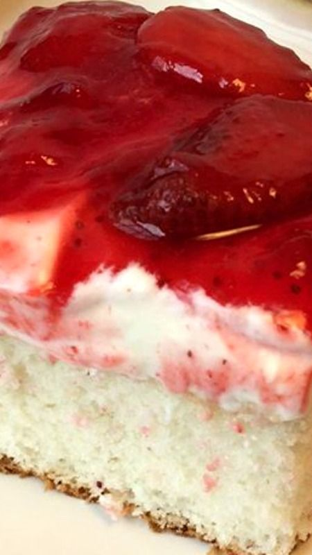 Strawberry Dream Cake (strawberry desserts, recipes)