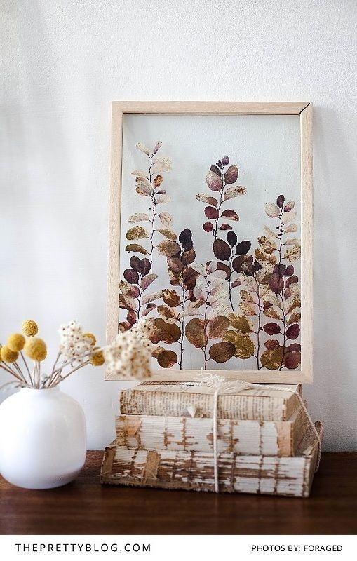 Beautiful pressed flower art pieces by Janine Vermeulen | http://www.theprettyblog.com/house/organic-samples-of-nature-may/